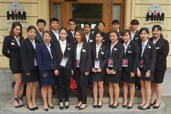 hotel-institute-montreux-thai-students